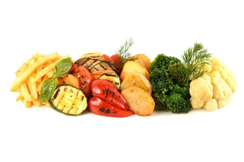 Köstliches gegrilltes Gemüse lokalisiert auf weißem Hintergrund lizenzfreies stockfoto