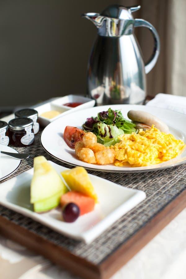 Köstliches Hotelfrühstück lizenzfreie stockbilder