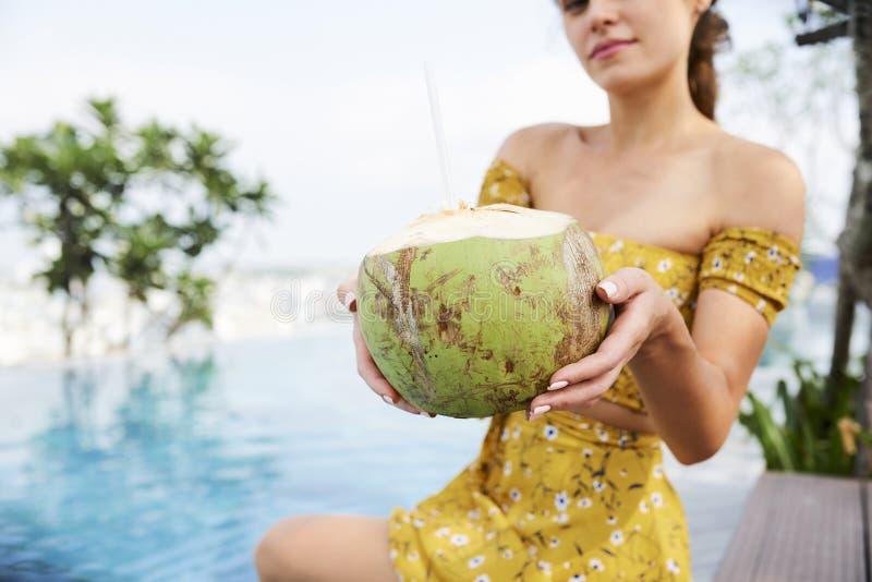 K?stliches Kokosnusscocktail lizenzfreies stockfoto