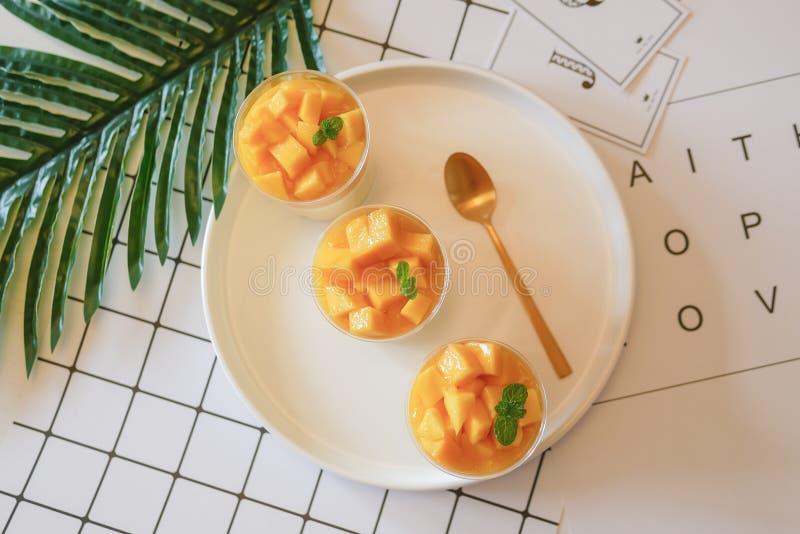 Köstliches Mangofruchtkremeis lizenzfreies stockfoto