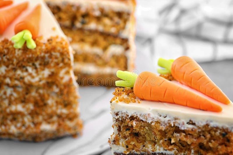 Köstliches Stück des Karottenkuchens stockfoto