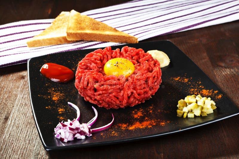 Köstliches Steak tartare. stockbild