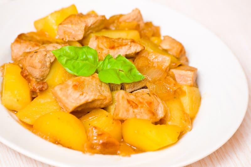 Kött med potatisen arkivfoto
