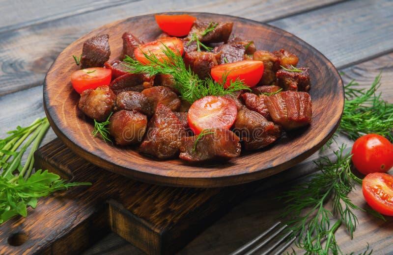 Kött stekte små stycken av stekgulasch royaltyfri bild