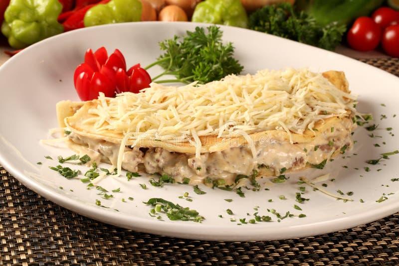 Köttbröst och ost för pannkakor välfyllt arkivfoton