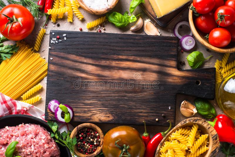 Köttfärs, pasta och grönsaker royaltyfri fotografi