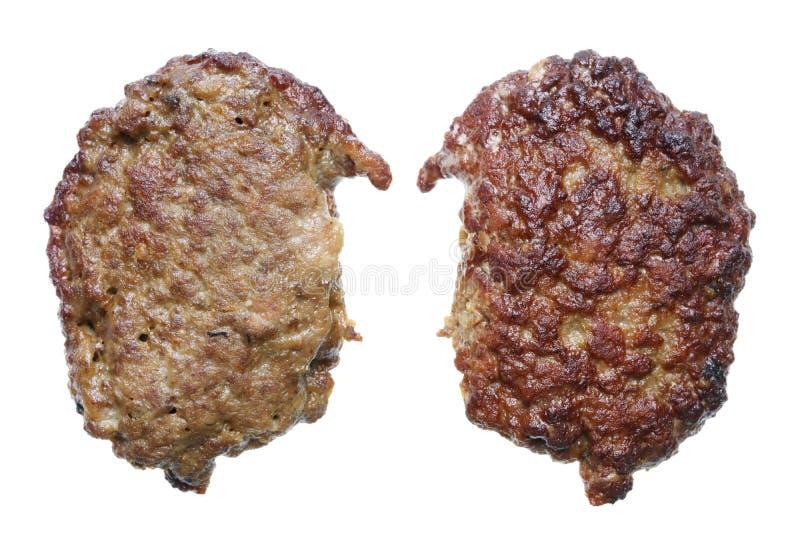 Köttpannkakan som göras från nötköttlever, stekas i olivolja fotografering för bildbyråer