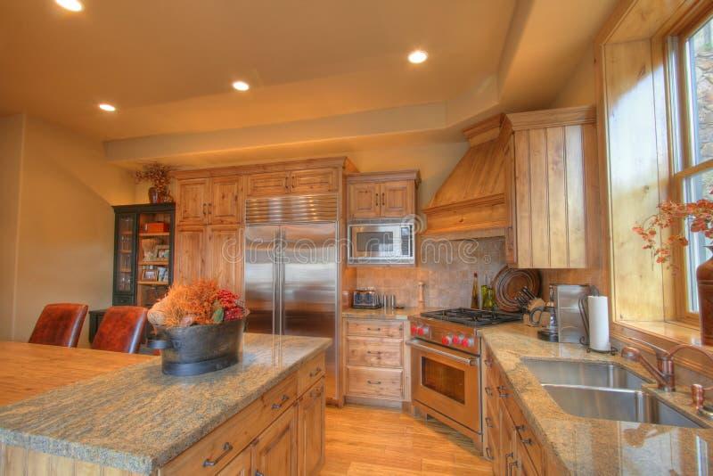 Küche in einem netten Haus stockfotos