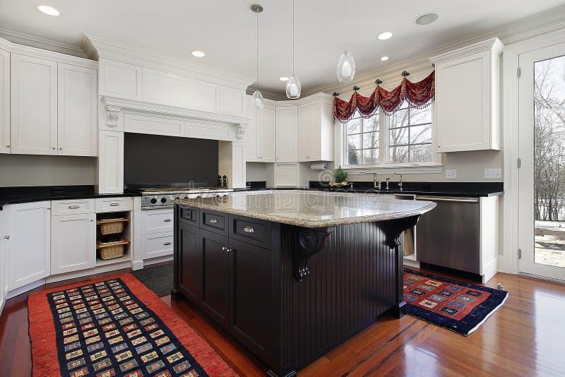 Küche im modernen Haus lizenzfreie stockfotografie