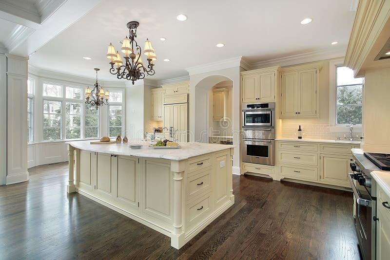 Küche im Neubauhaus lizenzfreies stockbild