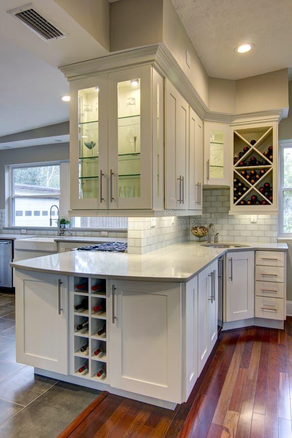 Küchen-Weinregal stockfoto
