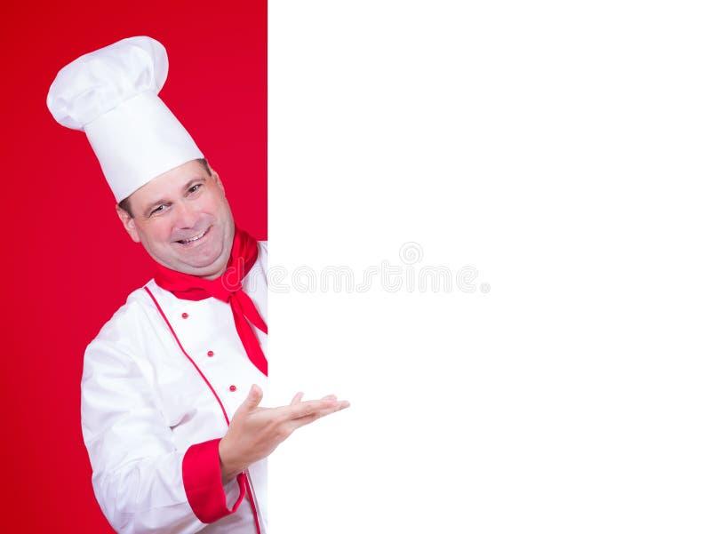 Küchenchef bietet ein Menü an stockfotos