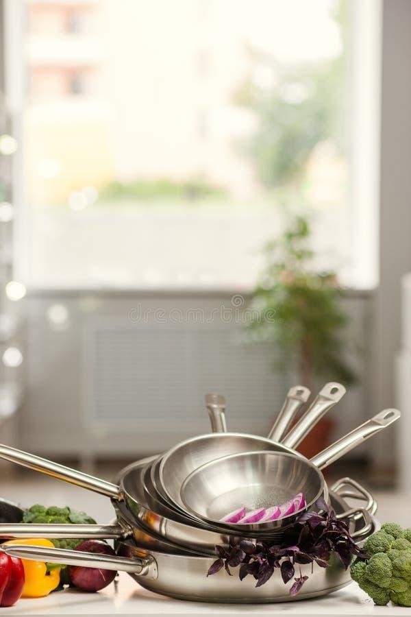 Küchengerätshop-Anzeigenkochen lizenzfreie stockfotos