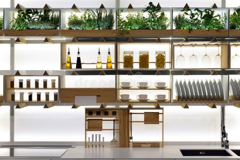 Küchenregale stockfoto. Bild von haupt, schrank, hölzern - 68326034