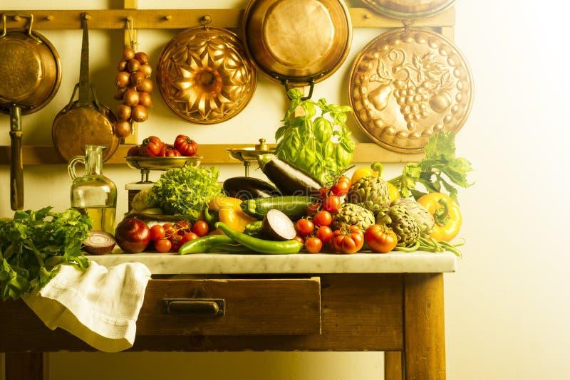 Küchentisch lizenzfreie stockfotos