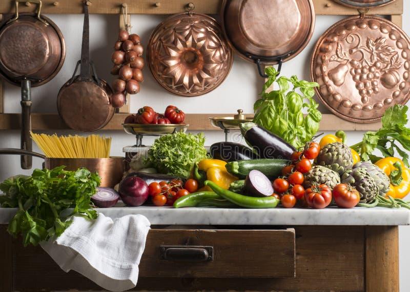 Küchentisch lizenzfreie stockfotografie