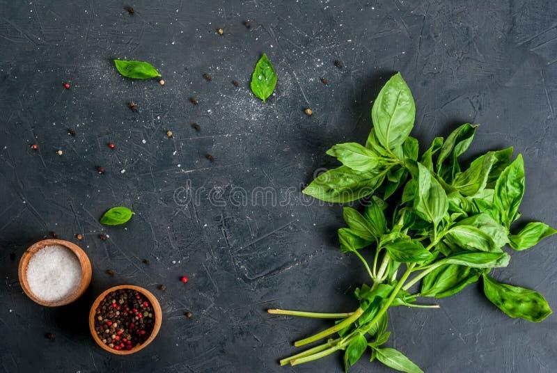 Küchentisch mit Bestandteilen, italienisches Lebensmittel stockfoto