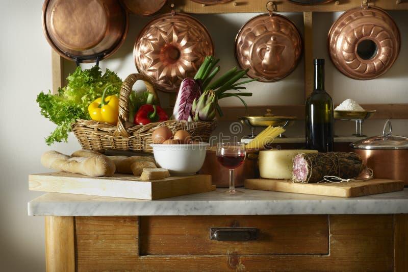 Küchetabelle lizenzfreie stockfotografie