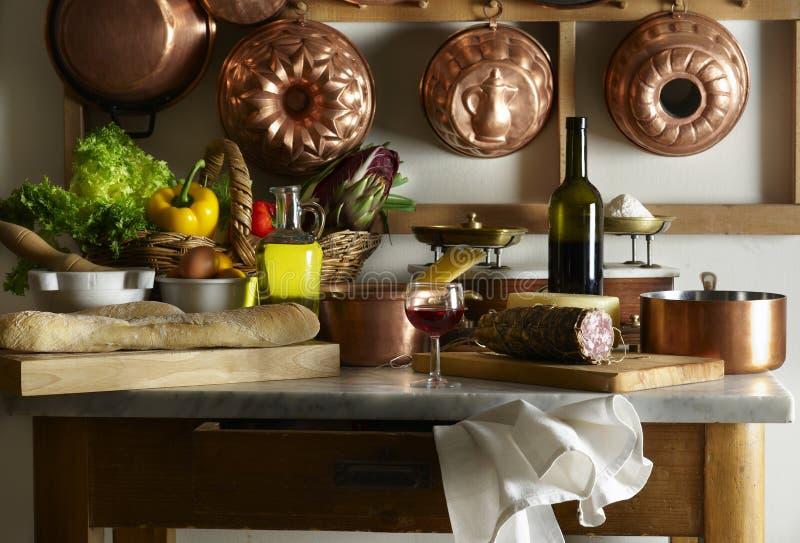 Küchetabelle lizenzfreies stockfoto