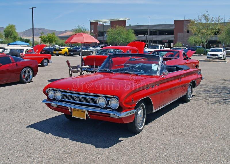 Kühle rote konvertierbare Limousine Buick Skylark lizenzfreie stockfotografie