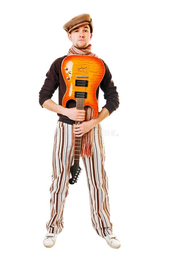 Kühler Musiker mit Gitarre auf Weiß stockbilder