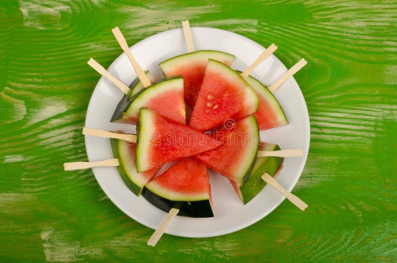Kühler Wassermelonennachtisch auf Tabelle lizenzfreie stockbilder