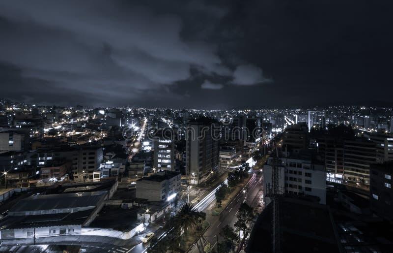 Kühles Foto von Quito nachts Teile von zeigend lizenzfreie stockfotos