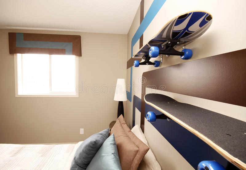 Kühles Jungen-Schlafzimmer lizenzfreies stockfoto
