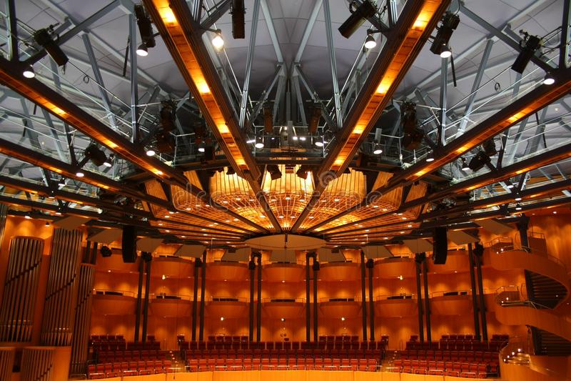 Künste zentrieren, Theater, Auditorium, Symmetrie stockbild