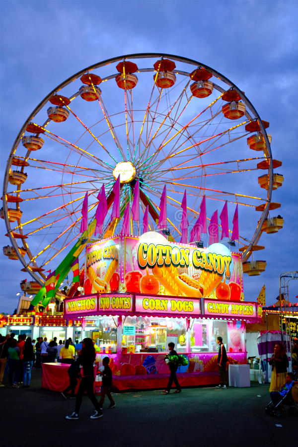 Künstlerische Karnevals-Fahrszene lizenzfreie stockbilder