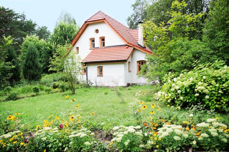 Künstlerische und natürliche Museum-Reserve von Vasily Dmitrievich Polenov Errichtende Abtei lizenzfreies stockbild