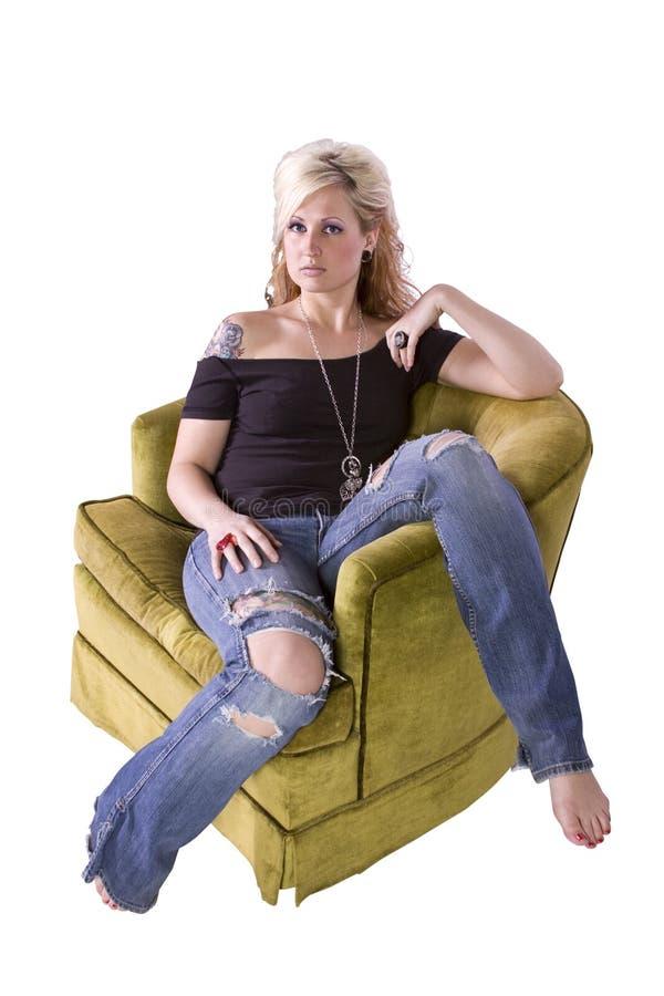 Künstlerisches Bild einer Frau, die auf einem Stuhl sitzt stockfoto