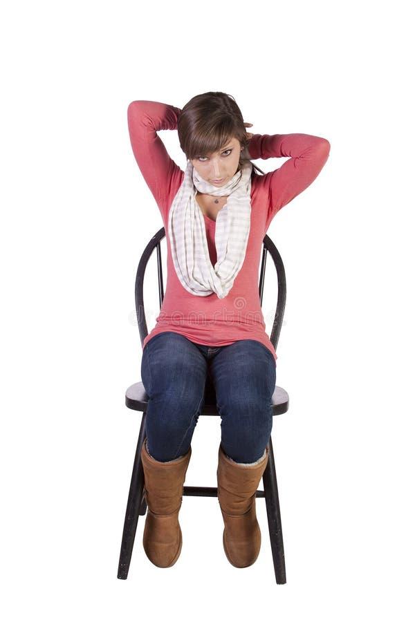 Künstlerisches Bild einer Frau, die auf einem Stuhl sitzt stockfotos