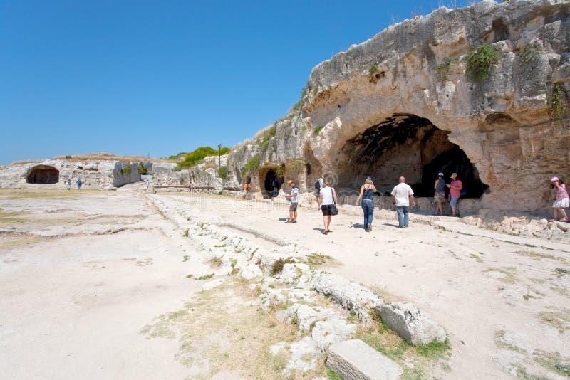 Künstliche Höhle im antiken griechischen Theater lizenzfreie stockbilder