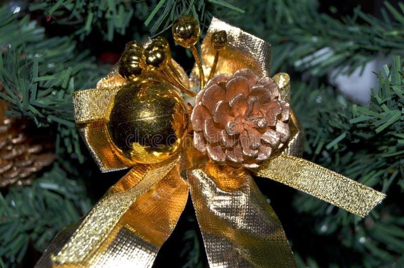 Künstliche Weihnachtsbaumdekorationen lizenzfreie stockbilder
