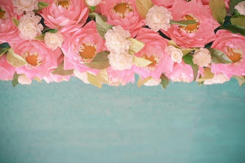 Künstlicher weißer Jasmin und rosa Lotos lizenzfreie stockfotos