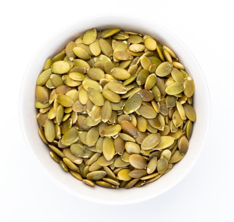 Kürbiskerne zogen Samen in der weißen Schüssel ab lizenzfreies stockbild