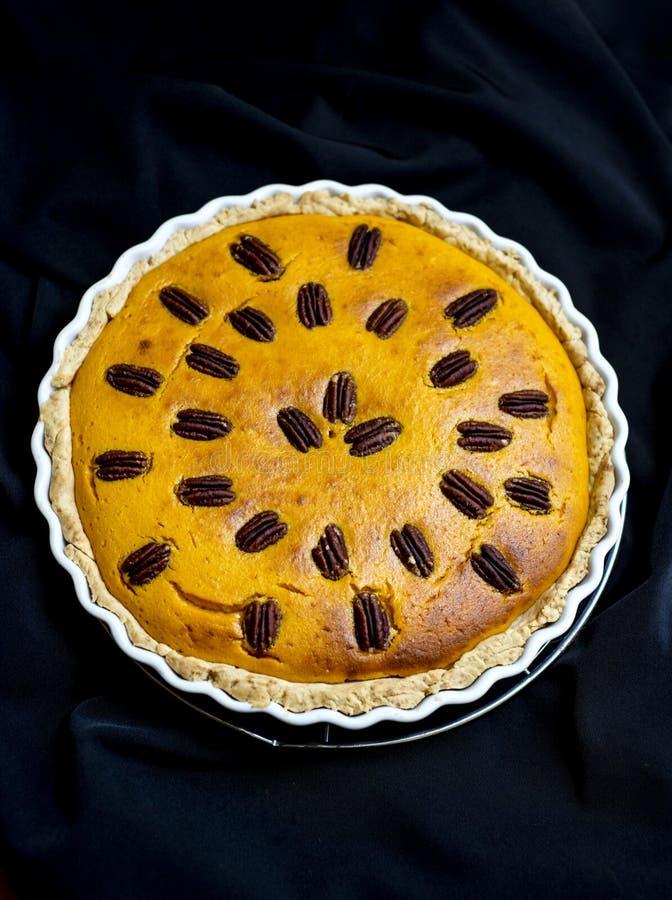 Kürbiskuchen mit Pekannüssen stockfoto