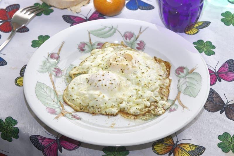 kürzlich gemachte, köstliche Mahlzeit von Eiern stockfoto