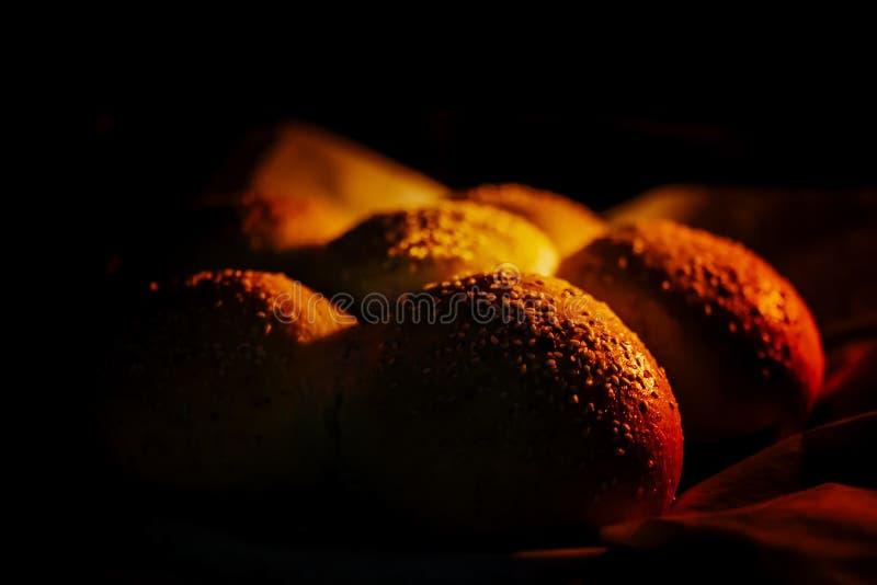 kürzlich gemachtes Brot innerhalb eines Ofens lizenzfreie stockfotos