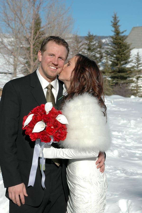 Küssen Sie den Bräutigam stockfoto