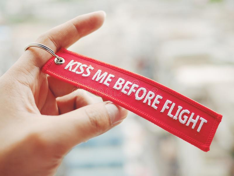 küssen Sie mich vor Flugrotzeichen lizenzfreie stockfotos