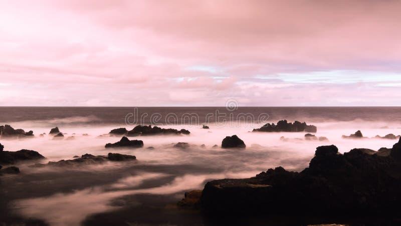 Küste der Bucht von Tauben Pombas alias, biscoitos, Terceira-Insel, Azoren, Portugal lizenzfreies stockbild