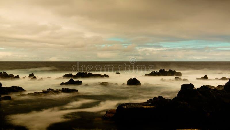 Küste der Bucht von Tauben Pombas alias, Terceira-Insel, Azoren, Portugal lizenzfreie stockfotos