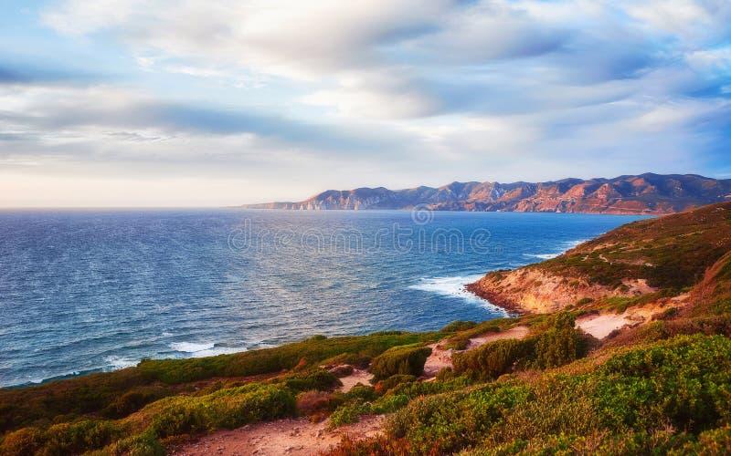 Küste von Mittelmeer bei Portoscuso Carbonia Sardinien stockbilder