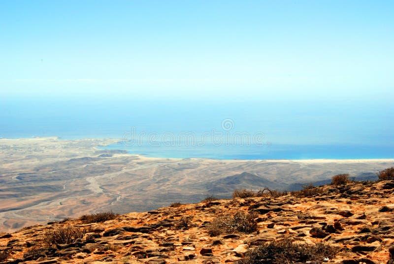 Küste von Oman nahe gelegenes Salalah, Landschaft lizenzfreie stockbilder