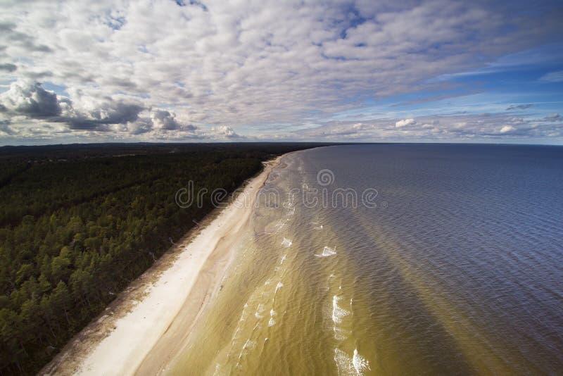 Küste von Ostsee, Lettland stockfotos