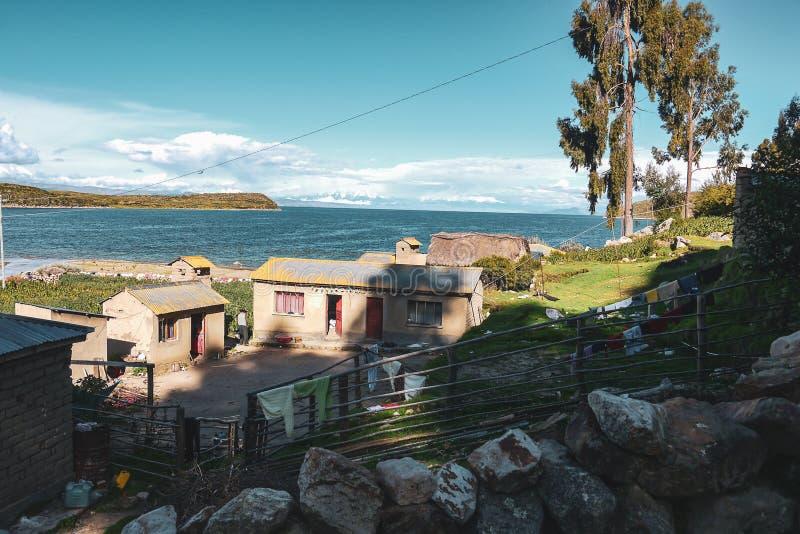 Küste von See titica in der bolivianischen Seite stockbild
