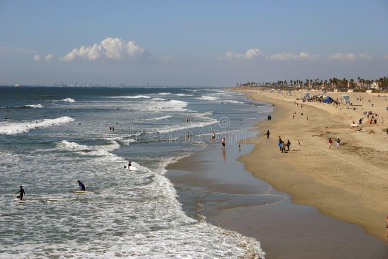 Download Küstenlinie stockfoto. Bild von ozean, horizont, surfers - 38452