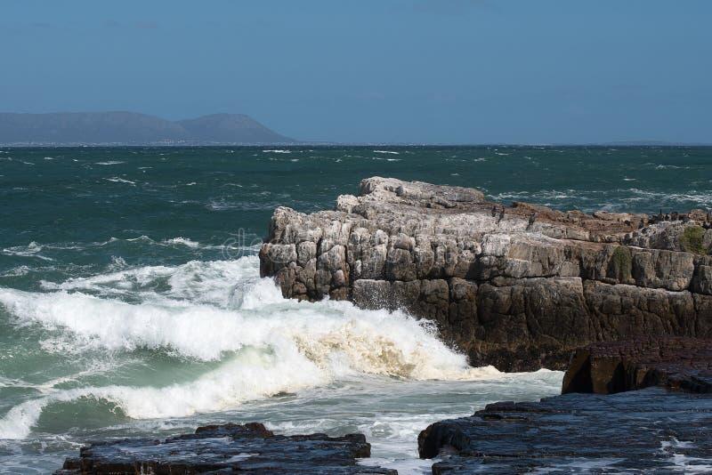 Küstenlinie bei Hermanus, Südafrika stockbilder